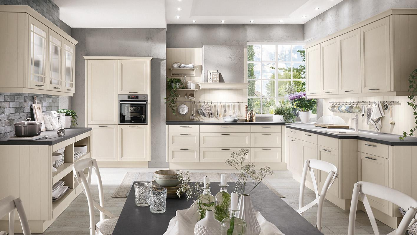 Nobilia York. Kuchnia w kolorze magnolii. Meble kuchenne stylowe z przeszkleniami.