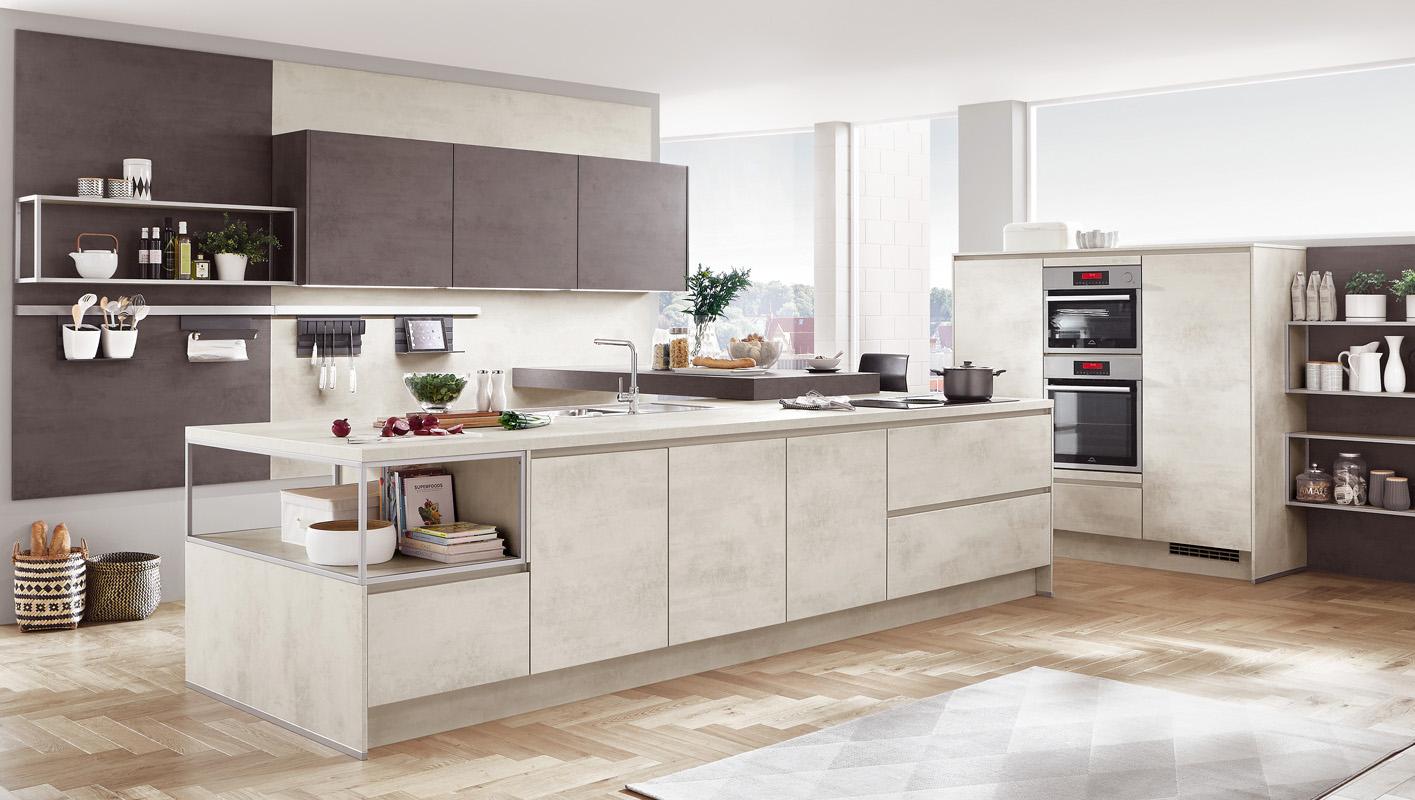 Kuchnia w stylu industrialnym. Meble kuchenne w dwóch różnych kolorach betonu.